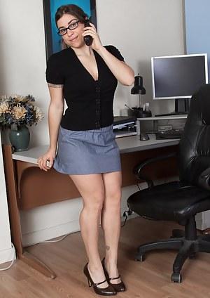 Free Mature Secretary Porn Pictures