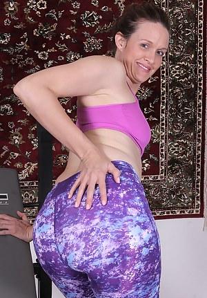 Free Mature Spandex Porn Pictures